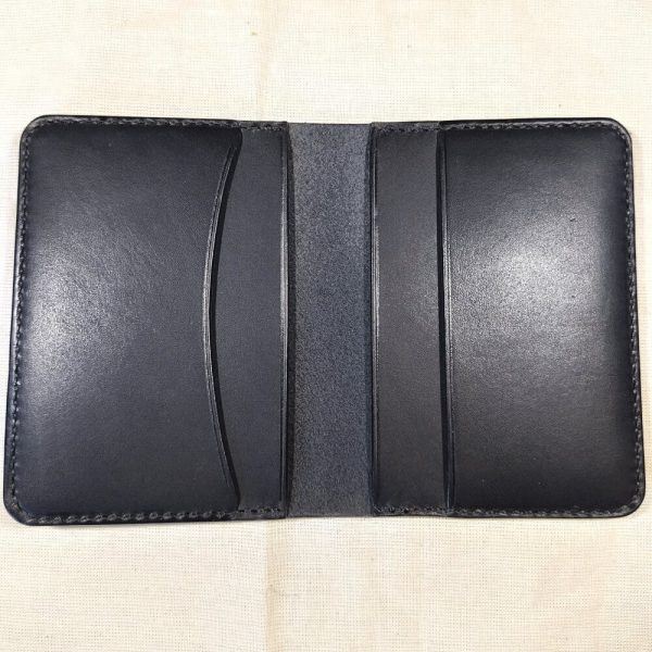 Tailor wallet in black with black stitching