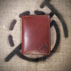 Tailor wallet in dark brown with light brown stitching (closed)