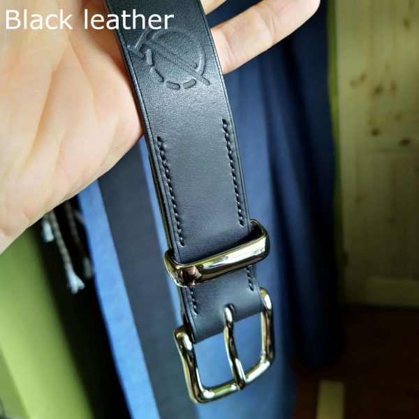 Tunner belt in black with black stitching and nickel-plated buckle 2