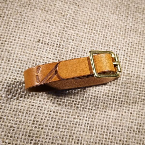 Rascal bracelet in tan with light brown stitching